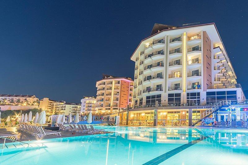 2 bed apartment located in Ramada Resort & Golf in Kusadasi, location de vacances à Ozdere