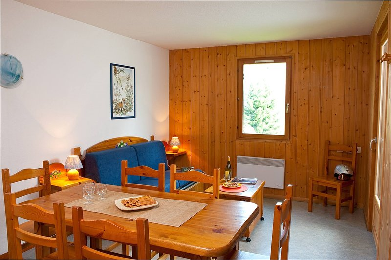 Leun achterover en ontspan in de gezellige woonkamer na een geweldige dag.