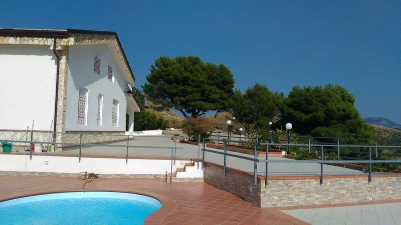 Big villa with swimming-pool & Wifi, holiday rental in Monreale