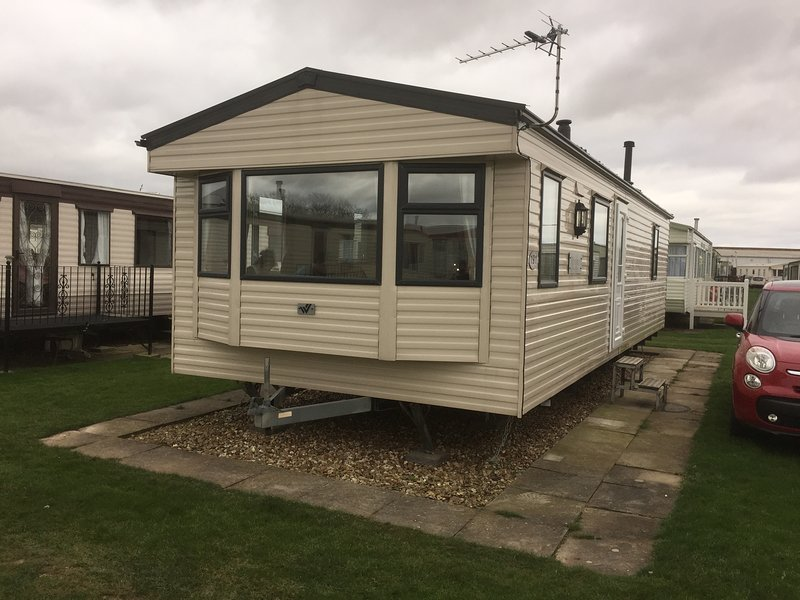 Lovely Six Berth Caravan on Seaview Holiday Park, holiday rental in Skegness