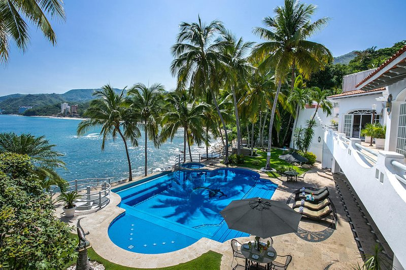 Ocean front luxury villa w/ private pool and full staff, vacation rental in Puerto Vallarta