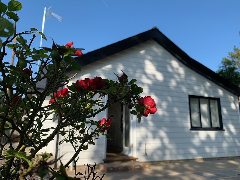 Rose Cottage, detached single storey property with private garden and parking, vacation rental in Icklesham