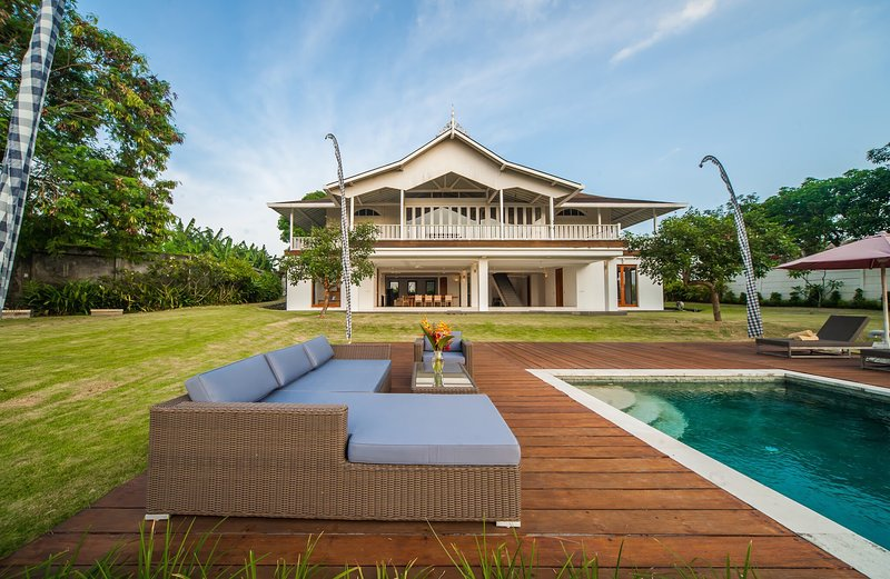 Luxury Private mansion 6BR plus 2BR, holiday rental in Pererenan