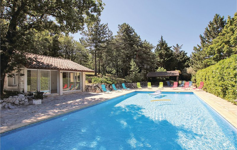 Amazing home in St Gervais sur Roubion with Outdoor swimming pool, Outdoor swimm, holiday rental in Cleon-d'Andran