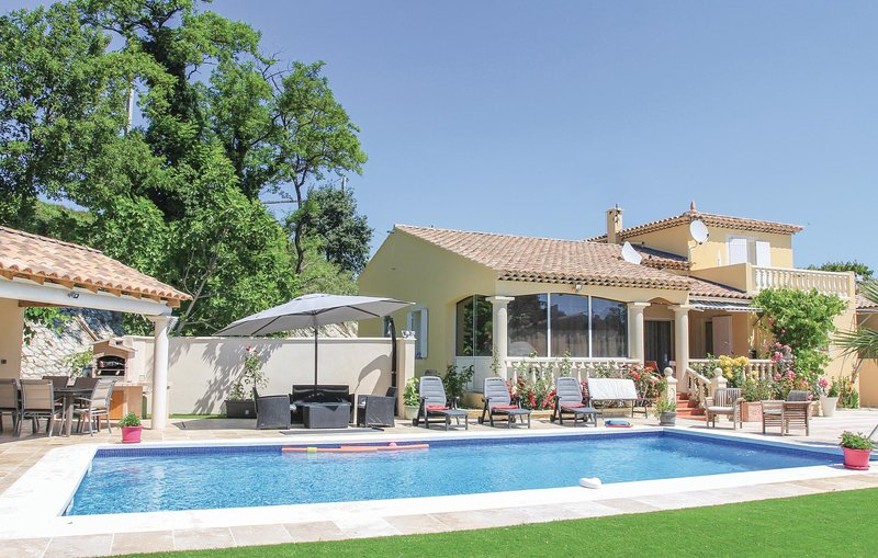 Stunning home in Les Angles with 5 Bedrooms (FLG277), location de vacances à Les Angles