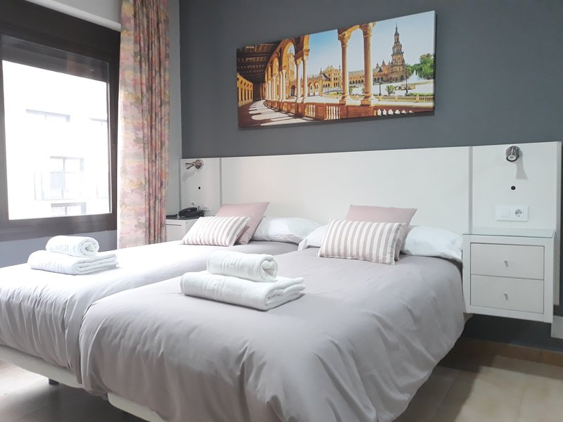 Beautiful apartment next to the river in Triana 202, casa vacanza a Gelves