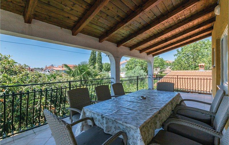 Nice home in Rovinjsko Selo with 4 Bedrooms (CIV452), holiday rental in Klostar