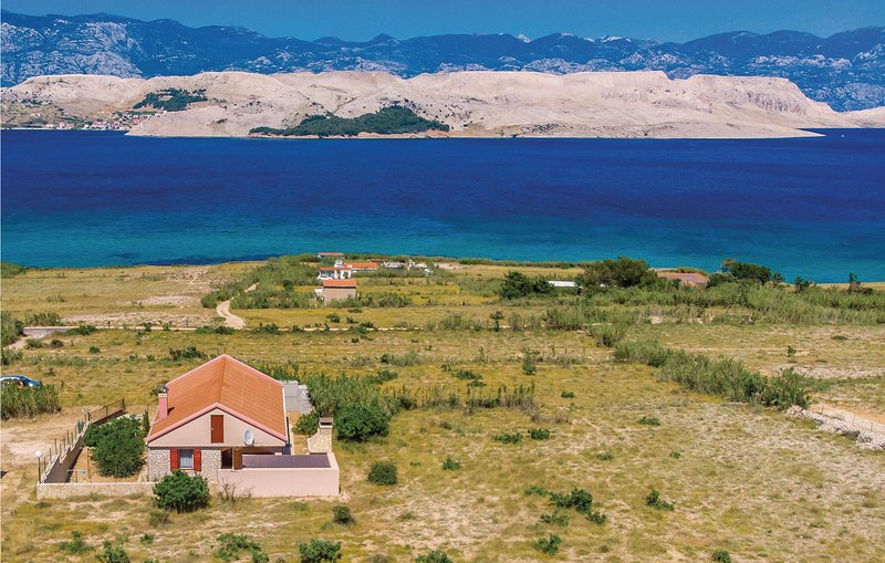 Amazing home in Pag with 2 Bedrooms and WiFi (CKP447), holiday rental in Kolan