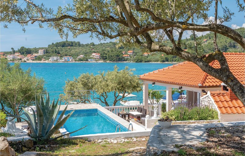 Awesome home in Vela Luka with WiFi and 3 Bedrooms (CDS208), holiday rental in Potirna