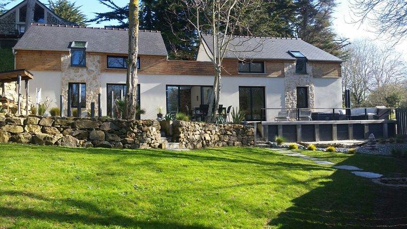 Charmante Villa d'architecte 'Les Jumelles des Roziou', holiday rental in Pabu