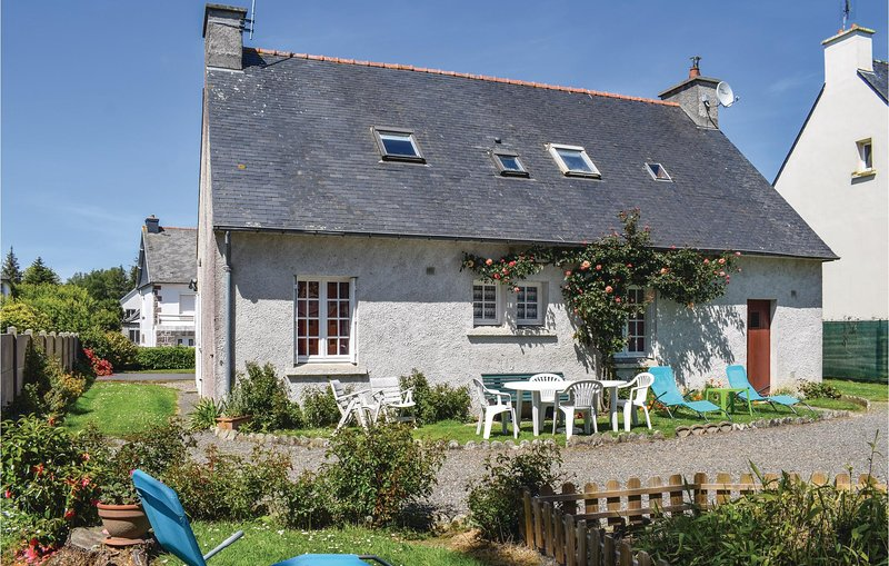 Beautiful home in Ploumilliau with 4 Bedrooms (FBC121), holiday rental in Saint-Michel-en-Greve
