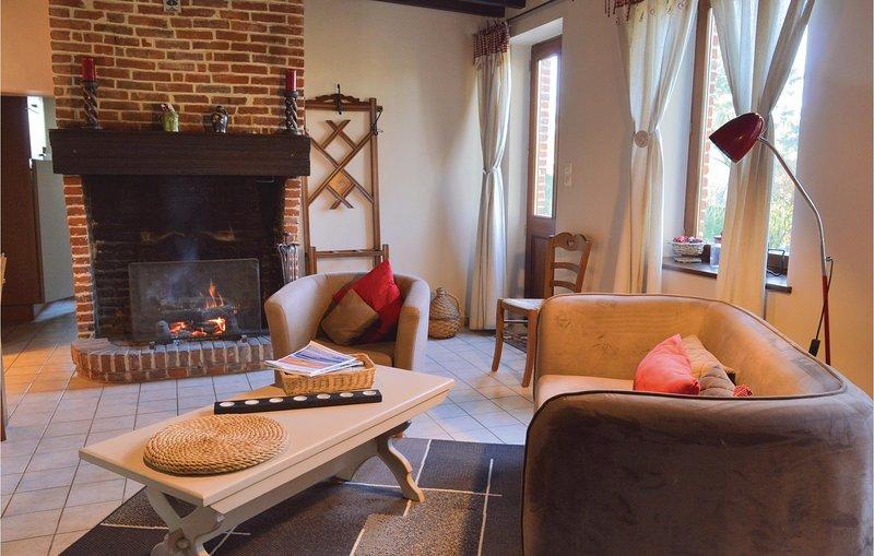 Amazing home in Romery with WiFi and 2 Bedrooms (FNA029), aluguéis de temporada em Hauteville