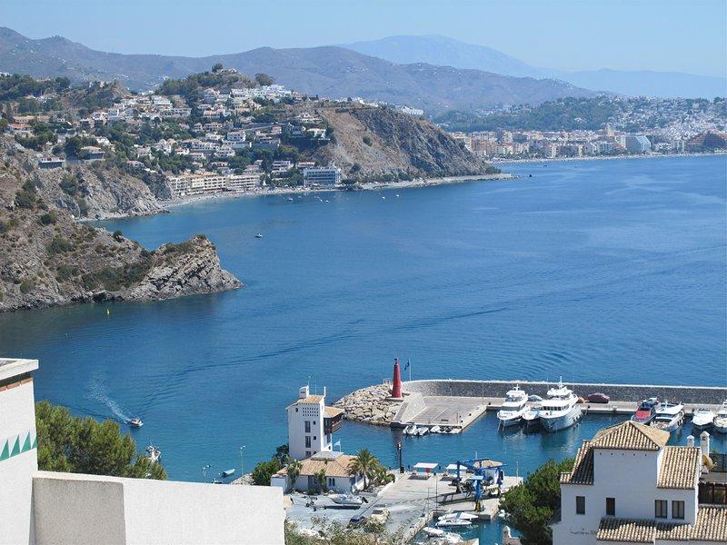 Exklusive Villa mit privatem Pool und Meerblick im Sporthafen Marina del Este, alquiler de vacaciones en La Herradura