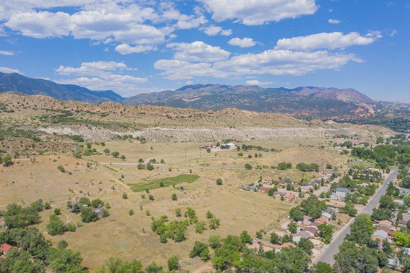 Noroeste hacia el jardín de los dioses y la vieja ciudad de Colorado