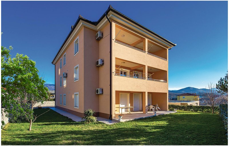 Nice home in Cavle with WiFi and 2 Bedrooms (CKO861), holiday rental in Soboli