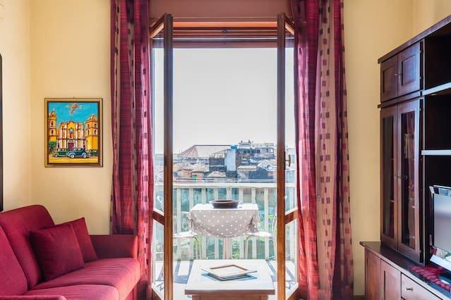 Beautiful apartment with balcony, holiday rental in Sant'Agata li Battiati
