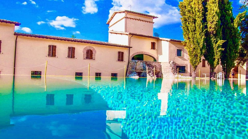SPOLETO LUXURY MILL HOUSE, SLPS 31, POOL, RESTAURANT, BAR, SPOLETO CENTRE 10 MNS, location de vacances à Macerino