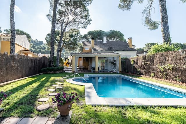 Spacious villa with swimming-pool, aluguéis de temporada em Las Jaras