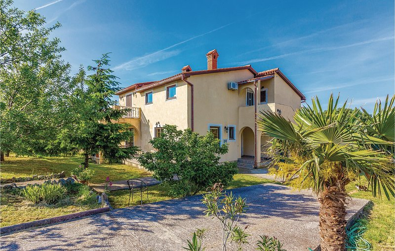 Nice home in Rebici-Barban with WiFi and 2 Bedrooms (CIL168), location de vacances à Rebici