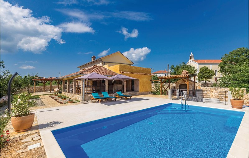 Beautiful home in Kras with WiFi and 2 Bedrooms (CKK088), holiday rental in Garica
