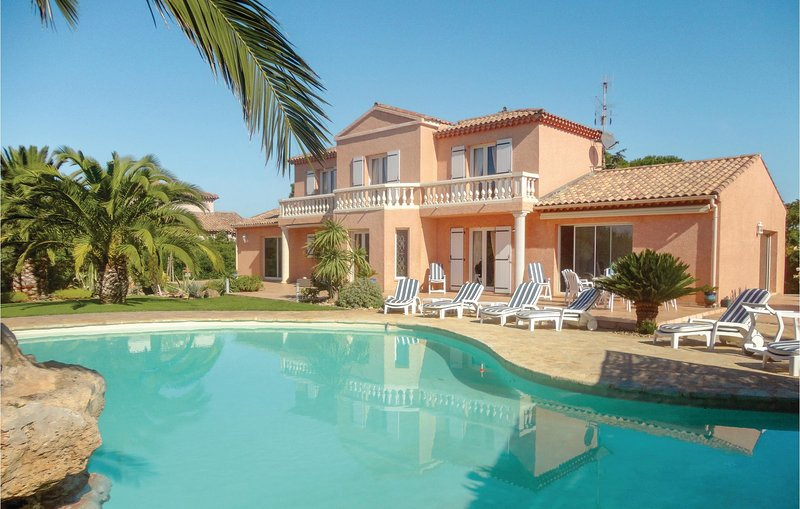 Stunning home in Cers w/ Jacuzzi, WiFi and 5 Bedrooms (FLH198), holiday rental in Cers
