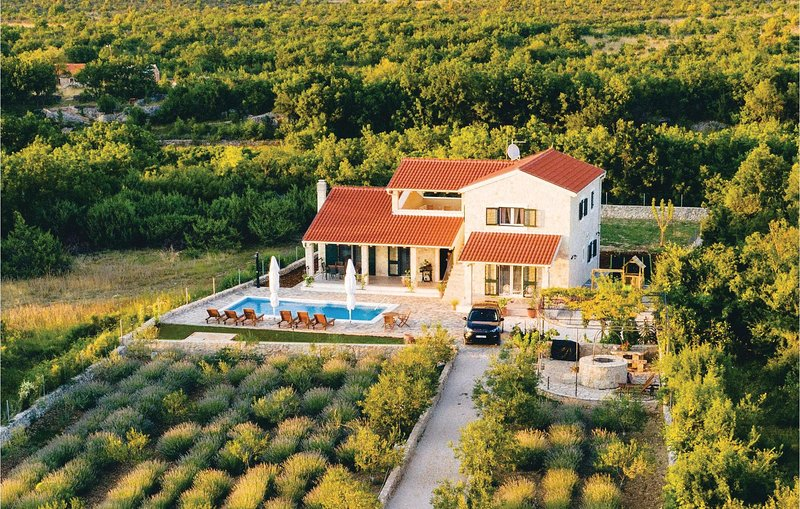 Awesome home in Sibenik w/ Outdoor swimming pool, WiFi and 4 Bedrooms (CDJ649), holiday rental in Pakovo Selo