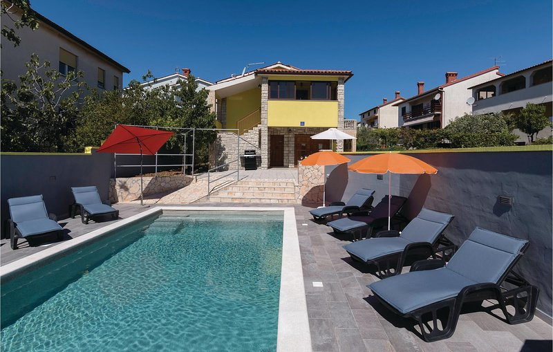 Beautiful home in Pula with WiFi, 3 Bedrooms and Outdoor swimming pool (CIR364), holiday rental in Skatari