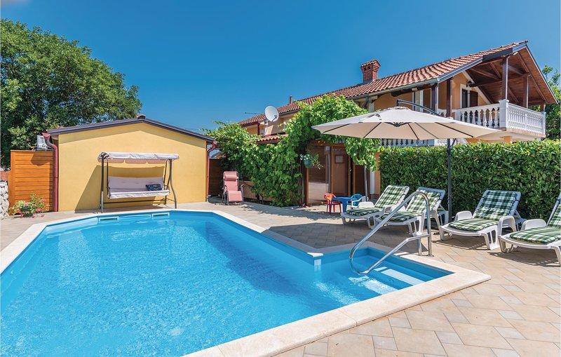 Beautiful home in Sveti Anton with WiFi and 3 Bedrooms (CKK333), location de vacances à Sveti Anton
