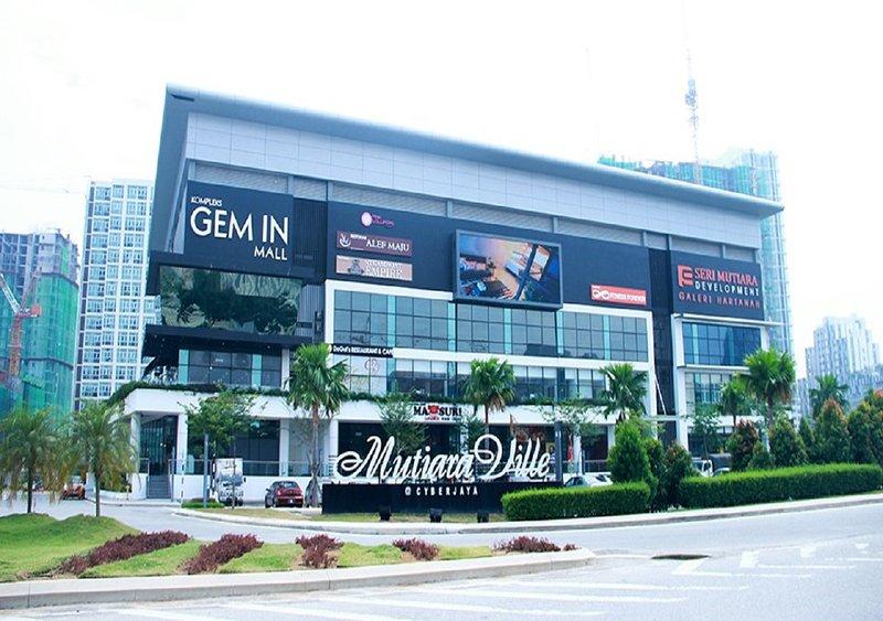 Landmark entrance to Mutiara Ville Condominium