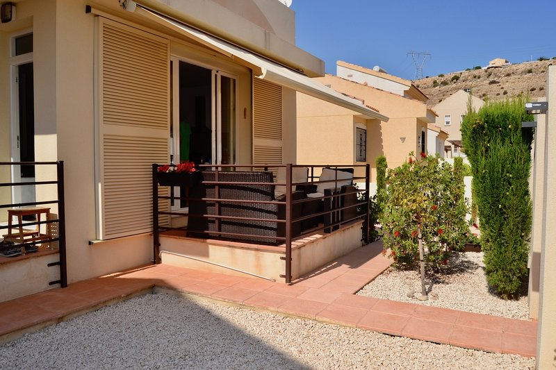 3 BED DETACHED BUNGALOW Rojales-Benijofar, holiday rental in Petrel