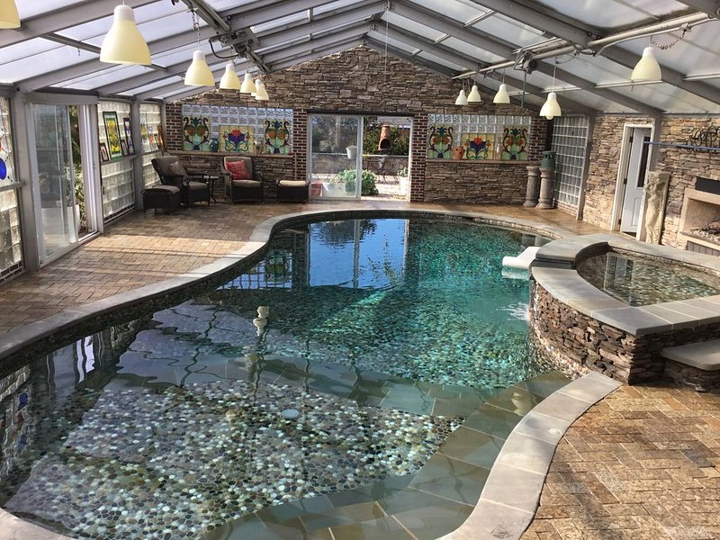 DC, Heated indoor pool in winter. Horse farm 1st floor main level, holiday rental in Laurel