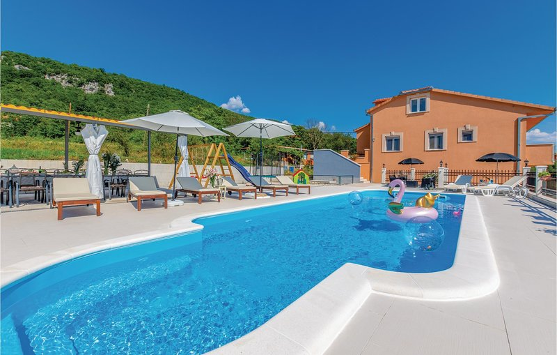 Amazing home in Sinj with WiFi, 5 Bedrooms and Outdoor swimming pool (CDC258), holiday rental in Canton 10