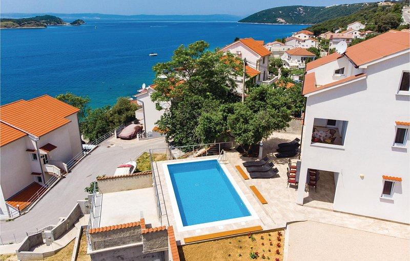 Beautiful home in Supertarska Draga with WiFi, 4 Bedrooms and Outdoor swimming p, aluguéis de temporada em Lopar