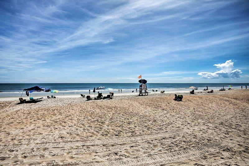 Tome el sol con sus seres queridos y disfrute del océano Atlántico.