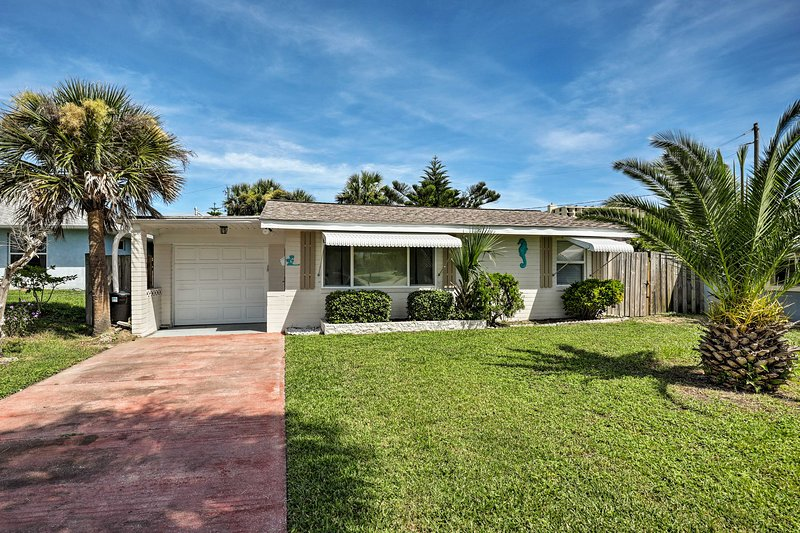 Ormond Beach Bungalow w/ Patio & Sun Room!, holiday rental in Ormond-by-the-Sea
