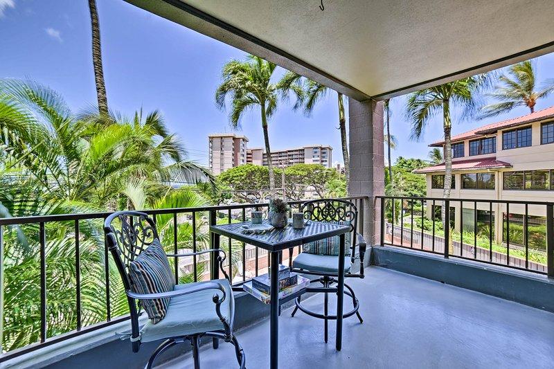 Chic West Maui Condo w/ Pool - Walk to Beach!, casa vacanza a Maui