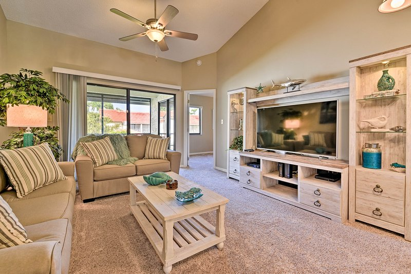 Titusville Condo w/Comm Pool & Screened Patio, holiday rental in Titusville
