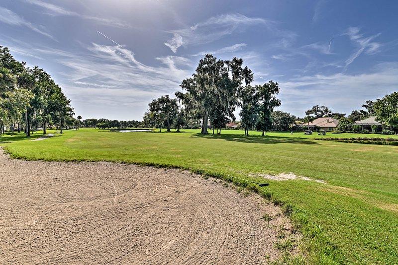 Det finns även en golfbana i området!