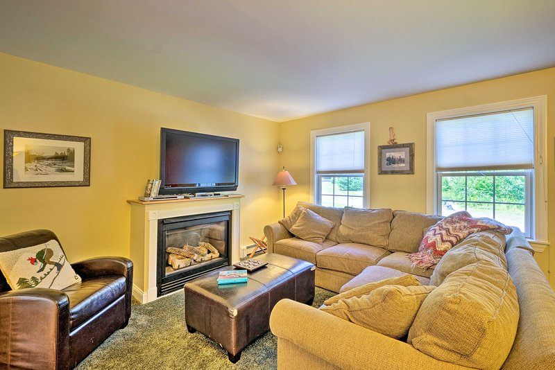 West Dover Home w/ Deck, Grill & EV Outlet, holiday rental in South Newfane
