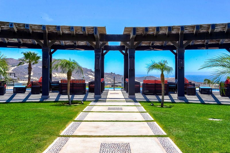 Escape to this luxurious Cabo San Lucas vacation rental home!