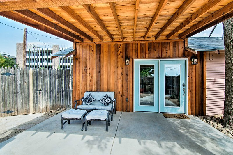 Renovated Modern Home w/Patio, Walk to Texas Tech!, location de vacances à Lubbock