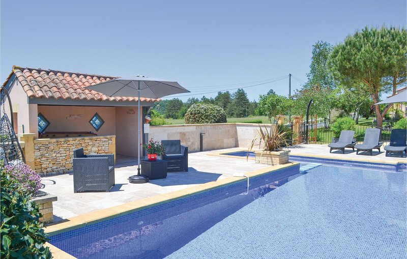 Stunning home in Montignac with 3 Bedrooms (FAD794), holiday rental in Auriac-du-Perigord