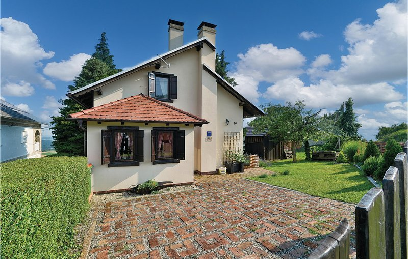 Nice home in Kalnik with WiFi and 2 Bedrooms (CCC201), location de vacances à Sveti Martin