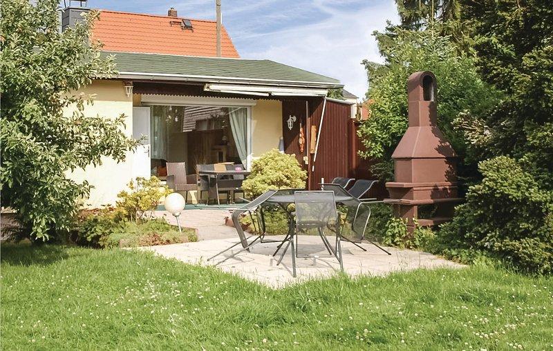 Nice home in Radebeul/Lindenau with 2 Bedrooms (DOL150), location de vacances à Hetzdorf b. Niederschoena