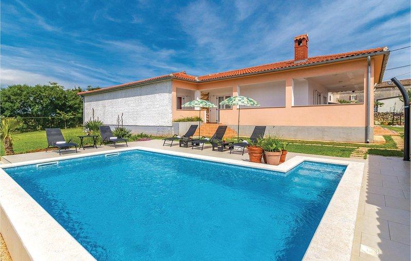 Amazing home in Valtura w/ WiFi and 3 Bedrooms (CIC262), location de vacances à Valtura