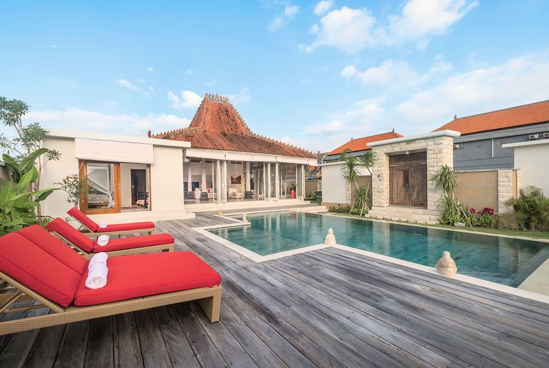 50% OFF Villa Manggala 3BR Villa near Berawa Beach + Free Finn's VIP Access, holiday rental in Tanah Lot