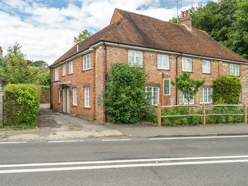 Goodwood Cottage, Lavant, holiday rental in Chichester