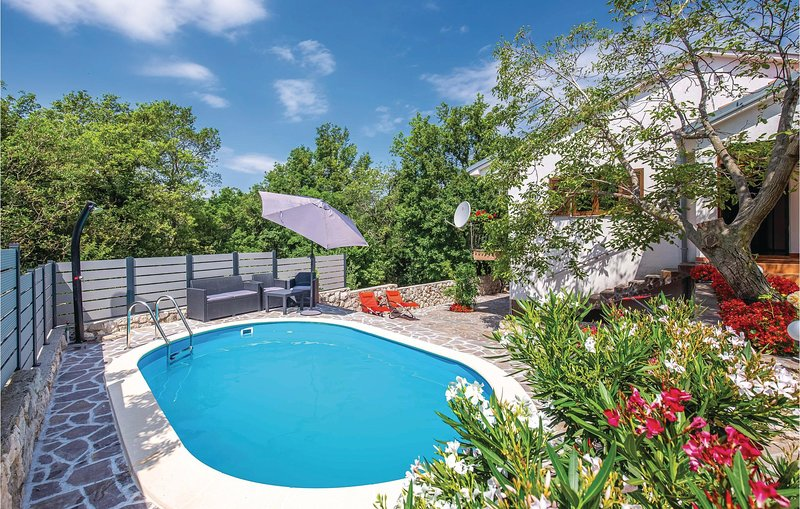 Stunning home in Grizane with WiFi, Outdoor swimming pool and 3 Bedrooms (CKA230, casa vacanza a Kamenjak