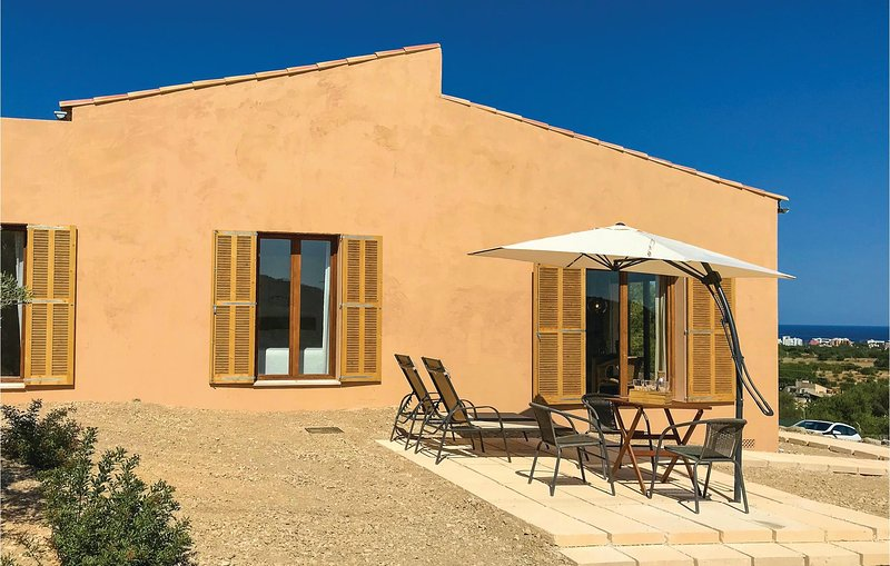 Stunning home in Son Carrió with WiFi and 1 Bedrooms (EMA137), location de vacances à Son Servera