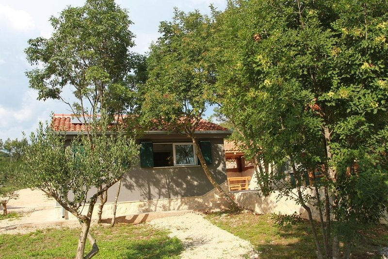 Robinsonhaus 4452-1 für 4 Pers. in Okrug Gornji, holiday rental in Okrug Gornji